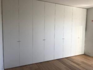 Siamo un'azienda che studia progetta e realizza armadi su misura Milano e arredamenti in genere per tutta la casa .