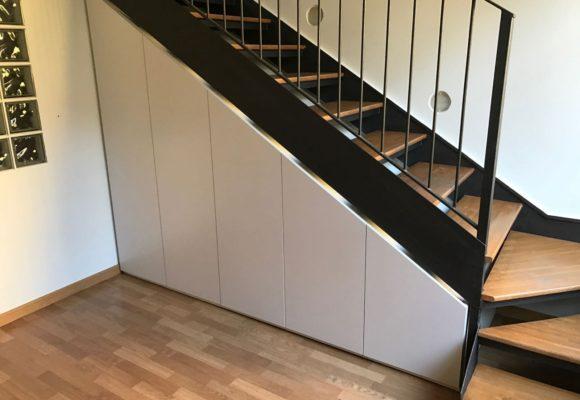 Armadio sotto scala , un modo perfetto per ottimizzare lo spazio in un appartamento