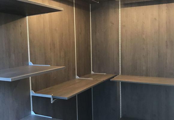 Realizziamo cabine armadio e arredamenti su misura Monza e Brianza con qualsiasi finitura