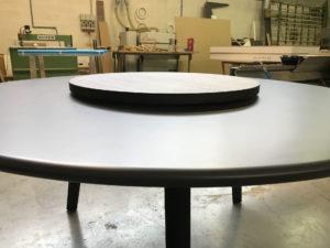 Produzione artigianale di tavoli su misura di tutte le forme e materiali