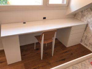 Produciamo scrivania su misura di qualsiasi forma e con qualsiasi materiale, dal nobilitato , listellare oppure mdf laccato e in vetro